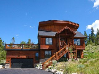 Golf and Views!! Spectacular Mountain Vista Across from Golf Club, Breckenridge
