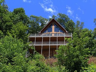 NOW BOOKING - OWLS VIEW- Log Home w/Theater Room, PoolTable, WiFi, FirePit