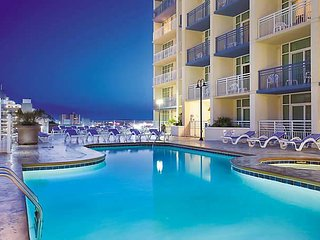3 Bedroom Condo Roof Top, Pool, Beach. BEST PRICE!