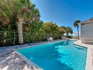 Sunset Paradise Home-DIRECTLY ON THE BEACH- Private 46' Pool and Hot Tub