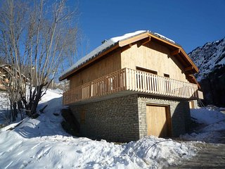 Super 5 bedroom Ski chalet 3 min to Ski-station