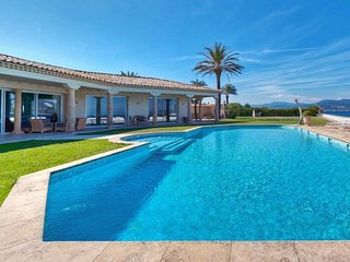 Palatial Luxury Beachfront Estate in Saint Tropez, Gassin