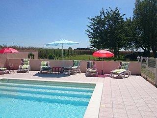Maison de campagne avec piscine à Dercé, Monts-sur-Guesnes