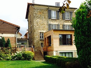 Lovely family house & large garden in Versailles