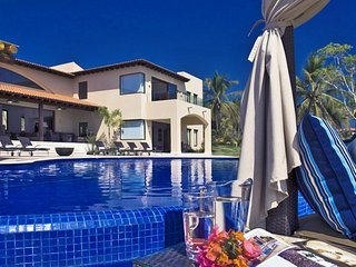 Modern Luxury Golf Villa with Pool in Lagos del Mar