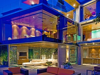 San Diego Luxury Oceanfront Glass House in La Jolla