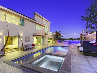 Ultra Modern Mount Olympus Sprawling Luxury Villa with Pool, Los Angeles