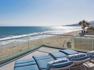 Malibu Colony Beachfront Luxury Villa with Roof Deck On The Sand
