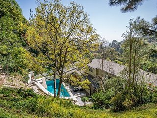 Hollywood Hills Modern Luxury Celebrity Oasis with Pool, Los Angeles