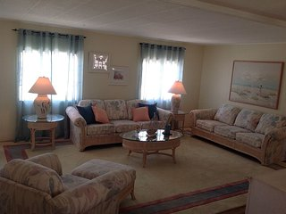 Coastal Decor Vacation Rental - Fully Furnished, Tarpon Springs