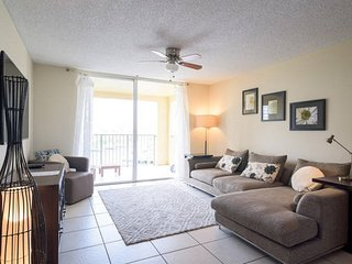 Spacious 2 bedrooms with Water Views, Aventura
