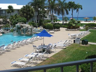 Oceanview/Poolside Condo on Seven Mile Beach