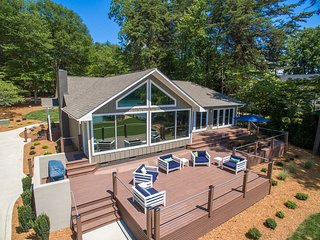Luxurious Lakefront Hideaway - Completely Renovate, Lake Norman