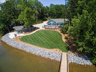 Luxury Lake Living - Includes Guest House, Lake Norman