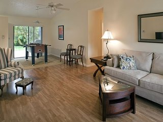 3BR/2BA Pleasant Palm Aire, Close to Tourist Attractions, Sleeps 8