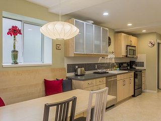 Modern City Apartment – Close to City, Airport, Sound and Ferries, Seattle