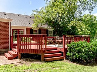 Nashville Bungalow next to Park with beautiful Backyard