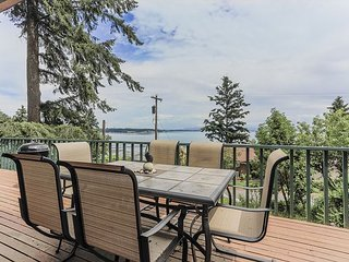 Puget Sound Views with Private Beach and Dock Access