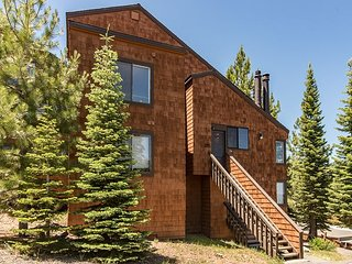 Ski in, Ski out 3BR/3BA Condo with Loft in Truckee's 5 Star Tahoe Donner