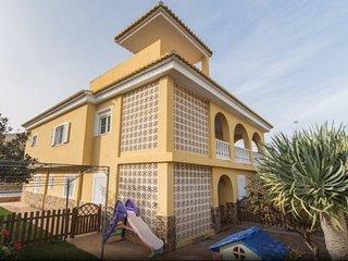 Chalet -Apartamento a 50 metros playa.