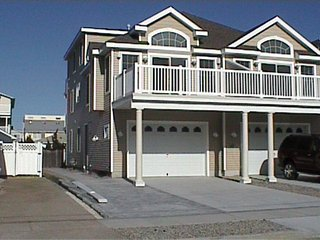 Immaculate 5 bedrm, 3.5 baths close to beACH, Sea Isle City