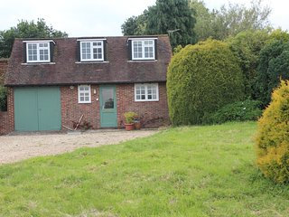 Cottage in pretty setting with beautiful views, Farnham