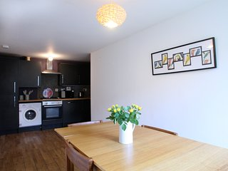 Bright and spacious 2 bedroom flat, Edimburgo