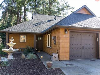 Woodland Luxury and Privacy Near the Beach!, Lincoln City