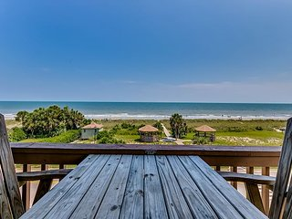 Large 3 Bedroom 2 Bath Oceanfront Condo - Available by Anchorage Rentals