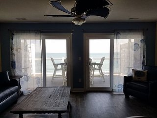 Brand New Beautiful Waterfront Put-in-Bay Condo - 4 BR 3 BA - 12 ppl max