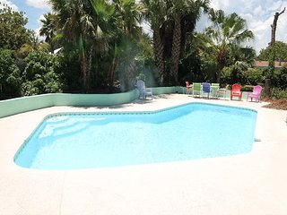 Atlantic Oasis Upper Unit, Pet Friendly, WIFI, Pool, Sleeps 8