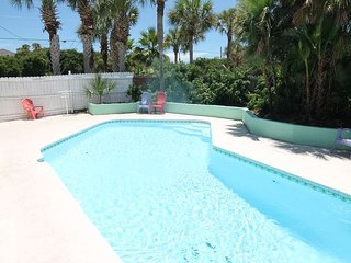 Atlantic Oasis, Pet Friendly, WIFI, Pool, Sleeps 14, St. Augustine