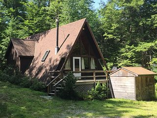 2 BR Chalet - Walk to the Beach! Central AC, Cable, WiFi, Pets Welcome!, Madison