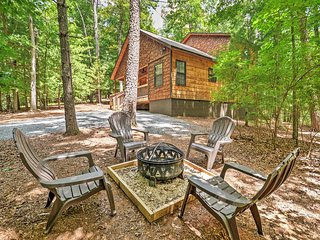 NEW! 'Take A Breath' 2BR Ellijay Cabin