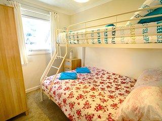 Triple bunk bedroom.