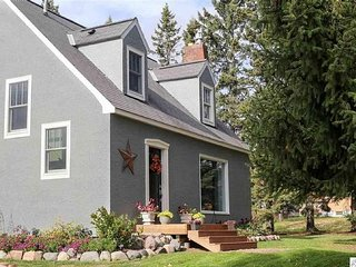 Gorgeous Home In Two Harbors Near North Shore Park