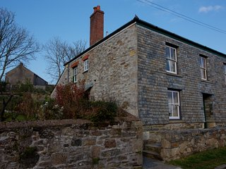 Quiet location with safe parking right outside on cobbled roadway. Cottage just off the harbour.