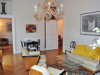 Spacious Left Bank/St Germain 2 Bedroom/2 Bath, París