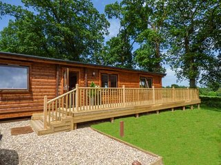 NORLODGE beautiful lodge on Kenwick Woods site, en-suite, passes for leisure facilities, WiFi, Louth Ref 939699