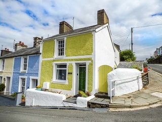 TY CHANDOS, coastal end-terrace cottage, pet-friendly, WiFi, in Borth-y-Gest, Ref 940318