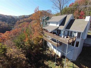 Secluded Gatlinburg House w/Multiple Decks & Views