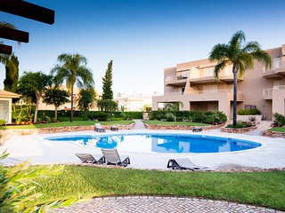 Amazing Villa with Pool - 2 Bed, WiFi, Golf