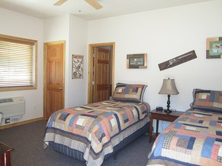 Montana's Wolf Creek Lodge - Room 3