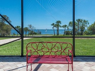 Riverfront pool home; easy access beaches & disney with a 100 ft dock