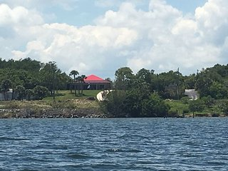 Riverfront pool home; easy access beaches & disney