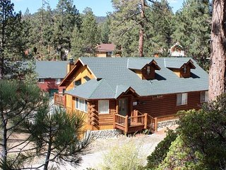 Luxury Log Cabin at Big Bear Lake, CA Sleeps 9