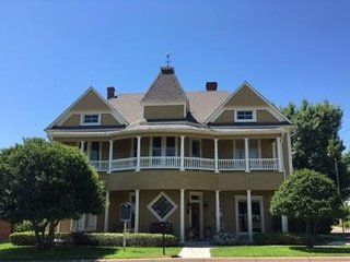 Captain's House, Granbury