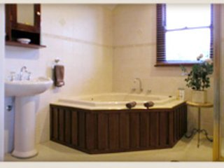 Windradyne Boutique B&B Guneedoo Spa Suite, Katoomba