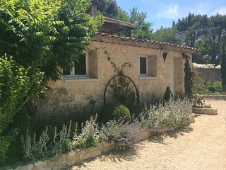 Charming, completely independent studio, Lourmarin