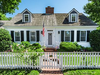 ZENKA - Beautiful  Edgartown Village Home, 3 minute walk to Fuller Street Beach and 5 min walk to Main Street